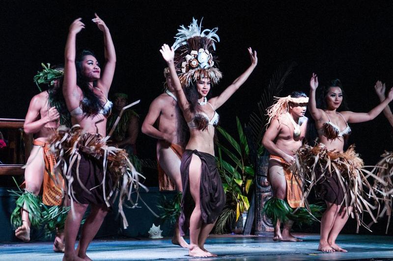 bigkahunaluau-show-act6-800x533