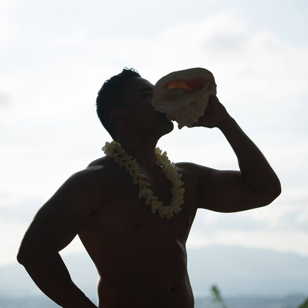 royal-welcome-hawaiian-conch-1000x1000